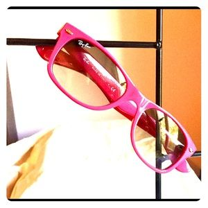 "Wayfarers hot pink ""New Wayfarers 758/32"" RB 2132"